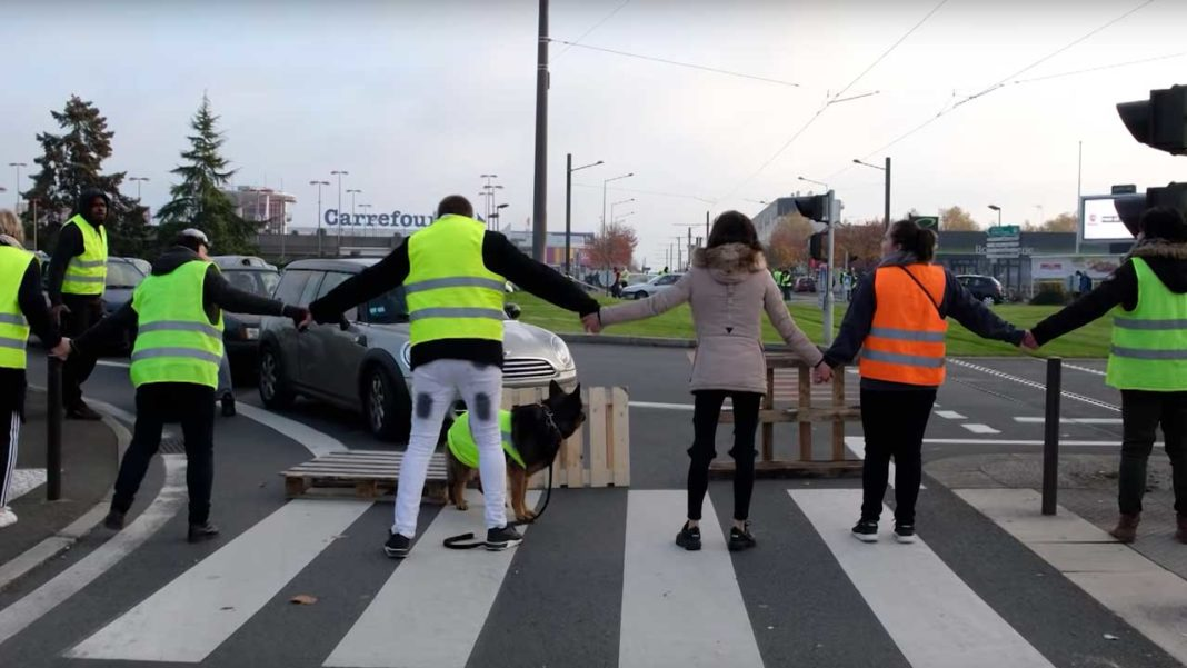 pressnut_news_gilets_jaunes_ronds_points_symbole_debacle_francaise